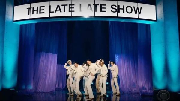 Giàu như BTS, thuê cả sân vân động Olympic giờ lại mang phi cơ làm đạo cụ diễn-3