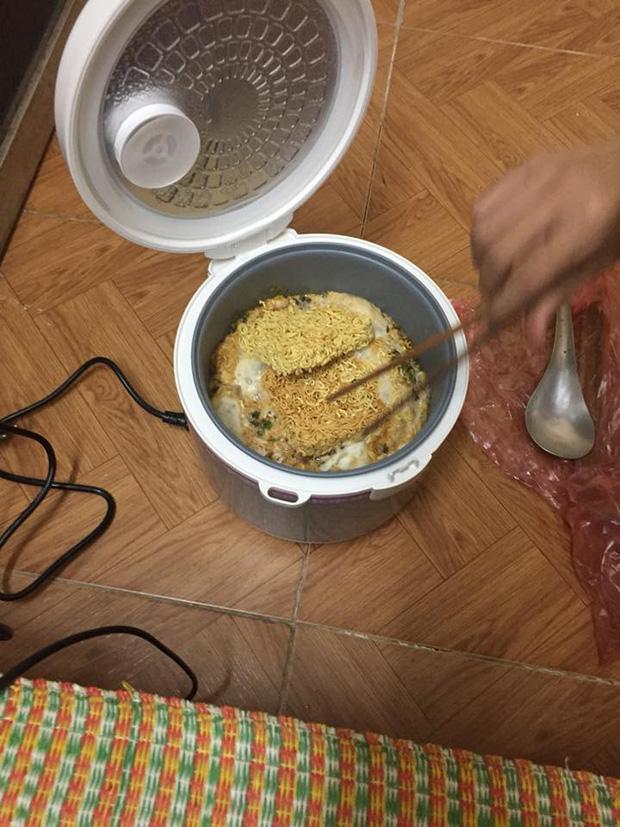 Một chiếc nồi cơm điện cân cả chục món ăn, món nào cũng long trọng-7
