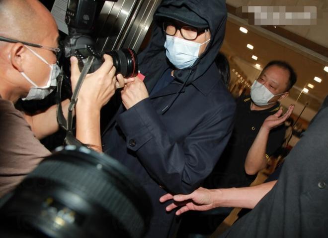 Châu Tinh Trì bị vây kín sau khi rời tòa án-1