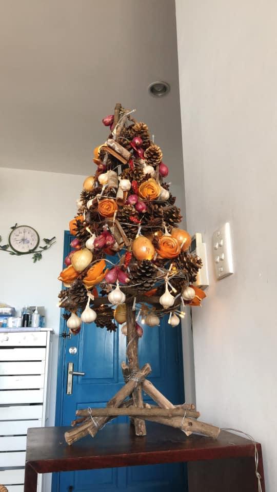 Mẹ 8X tự tay làm cây thông Noel hành tỏi, độ sáng tạo khiến hội chị em nể phục-2