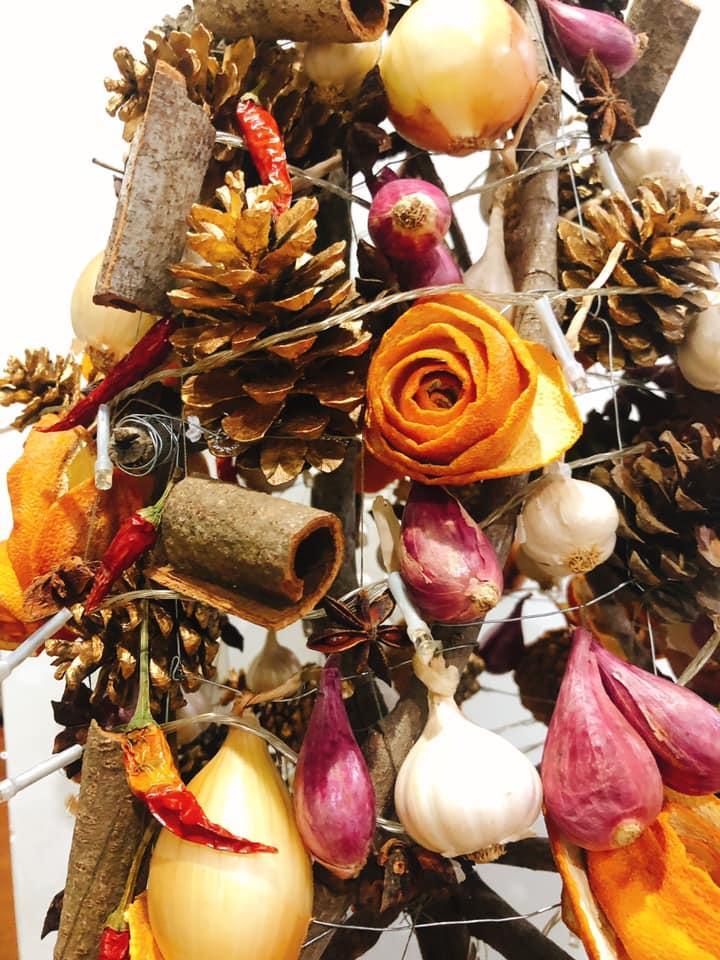 Mẹ 8X tự tay làm cây thông Noel hành tỏi, độ sáng tạo khiến hội chị em nể phục-4