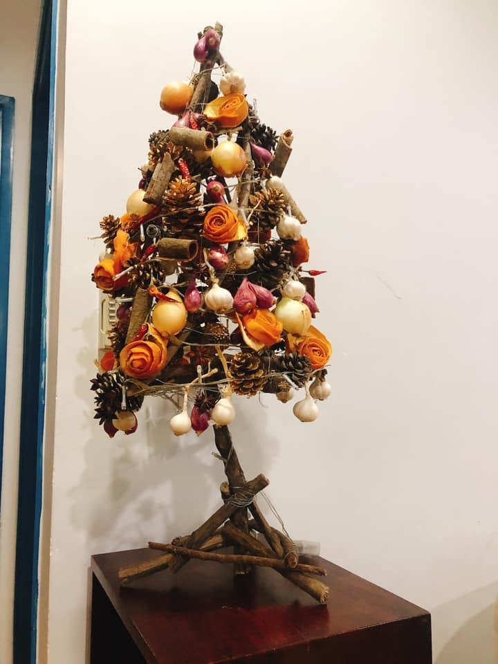 Mẹ 8X tự tay làm cây thông Noel hành tỏi, độ sáng tạo khiến hội chị em nể phục-6