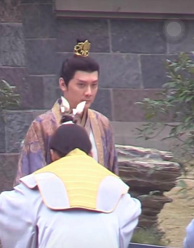 Phùng Thiệu Phong lộ ảnh già khọm, da nhăn mắt thâm quầng, netizen chê không xứng với Triệu Lệ Dĩnh-2