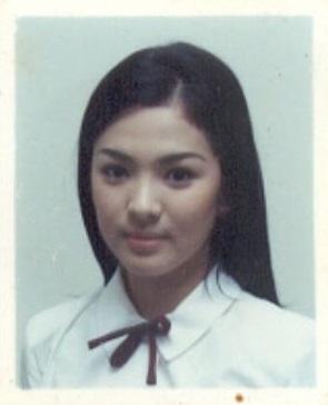 Bức hình hiếm hoi thời học sinh của Song Hye Kyo: Nhan sắc quả thực không thể đùa được-1