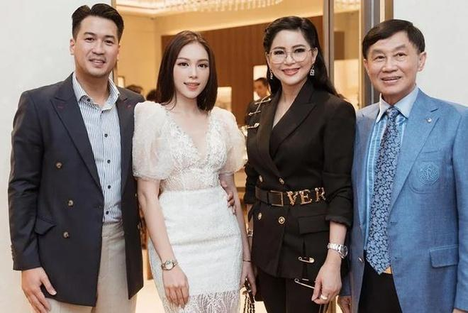 Linh Rin - Phillip Nguyễn gây chú ý khi tham dự tiệc gia đình là ôm ấp không rời-4
