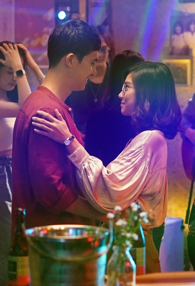 Hậu trường vui nhộn hé lộ chuyện tình của cặp đôi mới trên màn ảnh Việt-1