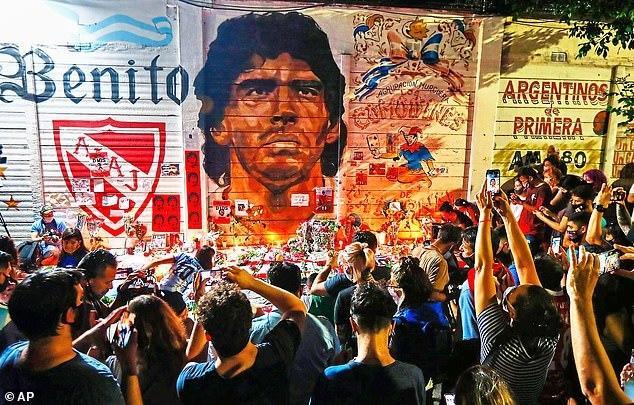 Đám tang huyền thoại bóng đá Diego Maradona: Tiếc thương hóa bạo động-1