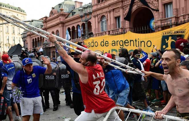 Đám tang huyền thoại bóng đá Diego Maradona: Tiếc thương hóa bạo động-5