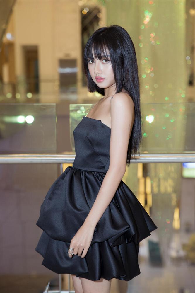 Hương Tràm hậu thẩm mỹ xinh xuất sắc - Thụy Vân mặt lộ nguyên chảo dầu-1
