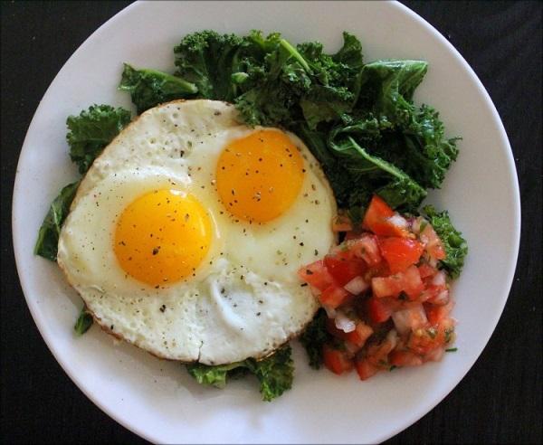 Thêm một bước trước khi làm trứng ốp la, trứng luôn tròn mà không bị dính chảo-5