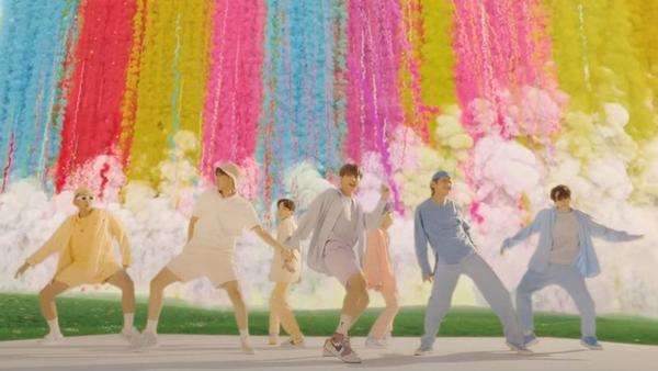 Dynamite BTS không cho Life Goes On cơ hội ngoi lên, liên tiếp phủ đầu không thương tiếc-2