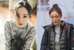 Lộ nhan sắc thật trong loạt hình người qua đường chụp, Dương Mịch gây bất ngờ vì gương mặt như già đi 10 tuổi