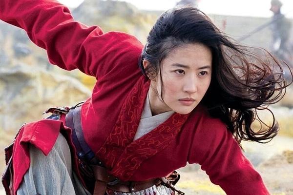 Bị chỉ trích diễn xuất trong Hoa Mộc Lan, Lưu Diệc Phi được đạo diễn Trương Kỷ Trung lên tiếng bảo vệ-2