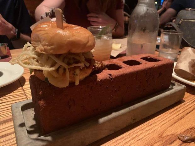 Đứng hình với phong cách phục vụ món ăn của các nhà hàng khiến thực khách một đi không trở lại-4