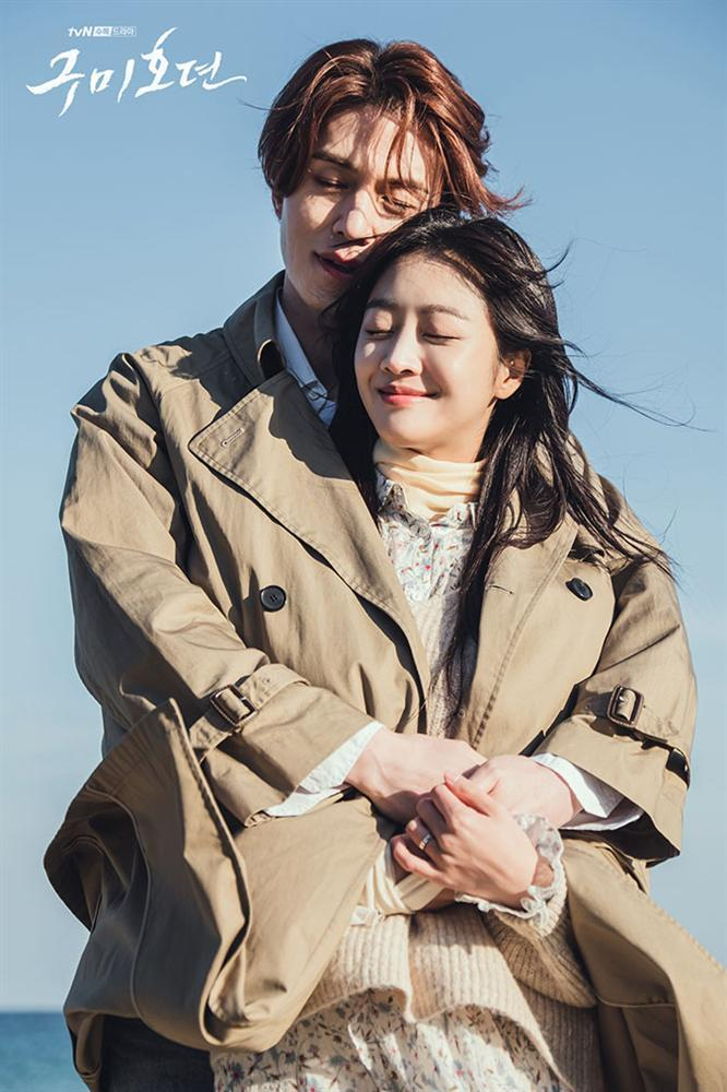 Sự thật hài hước đằng sau cảnh ôm tình tứ trên biển của Hồ ly Lee Dong Wook-4