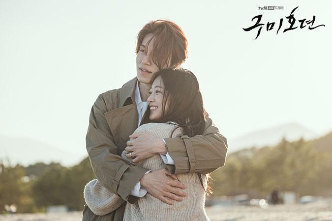 Sự thật hài hước đằng sau cảnh ôm tình tứ trên biển của Hồ ly Lee Dong Wook-5