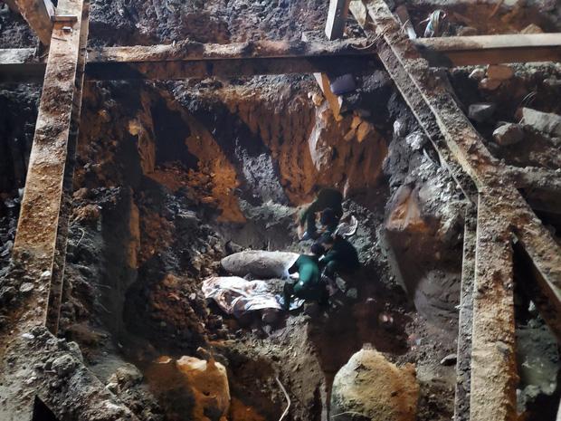 Hà Nội: Thi công nền móng phát hiện vật thể nghi là bom, lập chốt phong tỏa phố Cửa Bắc-1