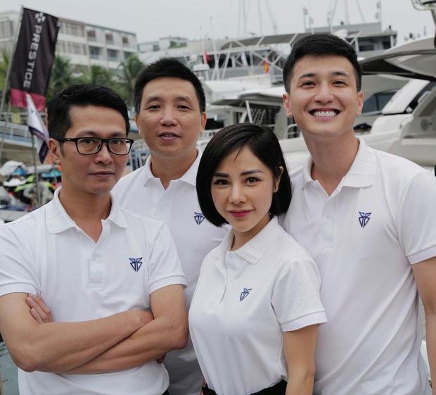 Huỳnh Anh công khai ảnh ôm ấp bạn gái MC VTV, viết hẳn status giới thiệu người ấy là ai-4