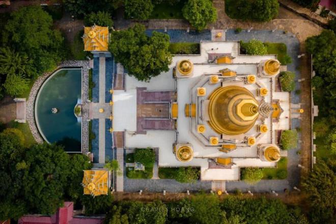 Toàn bộ khuôn viên chùacó sức chứa lên tới 2.000 du khách.