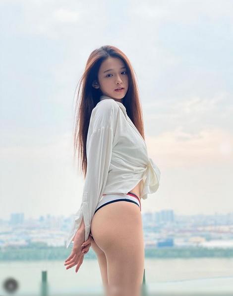 Linh Ka khoe vòng 3 mướt mắt - Chi Pu phô diễn eo không chút mỡ thừa-5