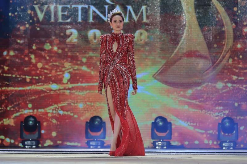 Đỗ Trần Khánh Ngân - Hoa hậu số nhọ nhất thế giới-4