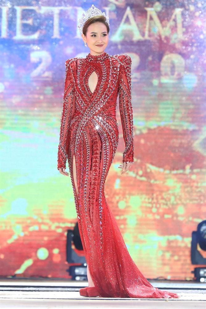 Đỗ Trần Khánh Ngân - Hoa hậu số nhọ nhất thế giới-3
