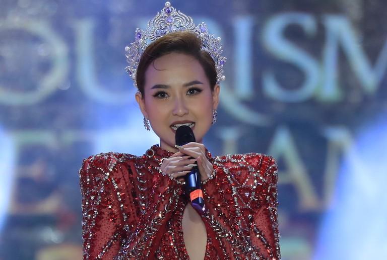 Đỗ Trần Khánh Ngân - Hoa hậu số nhọ nhất thế giới-2