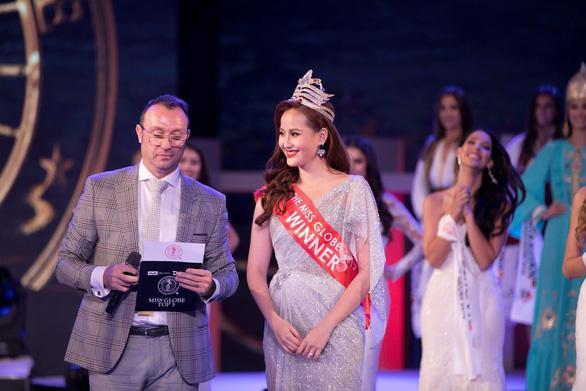 Đỗ Trần Khánh Ngân - Hoa hậu số nhọ nhất thế giới-5