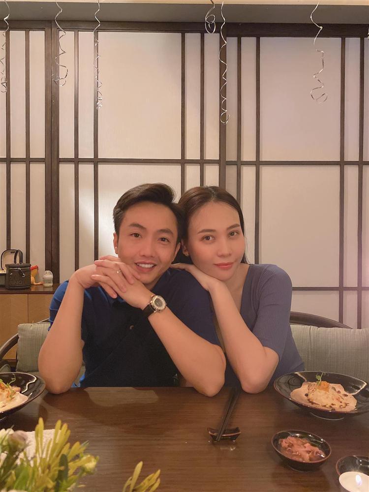 Đàm Thu Trang được chồng tổ chức sinh nhật, hành động với Subeo gây chú ý-1