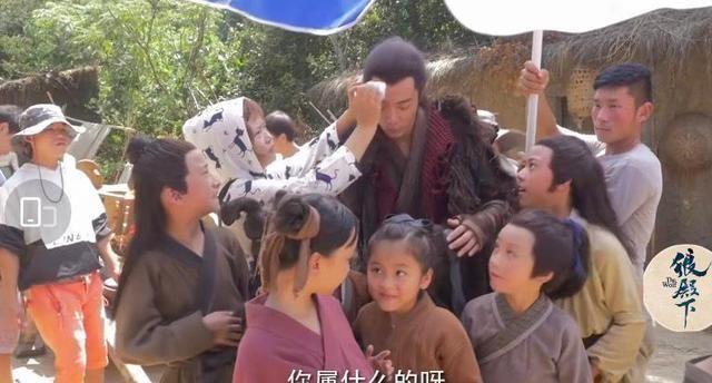 Tiêu Chiến làm bảo mẫu ân cần chăm sóc trẻ nhỏ ở hậu trường Lang Điện Hạ-2