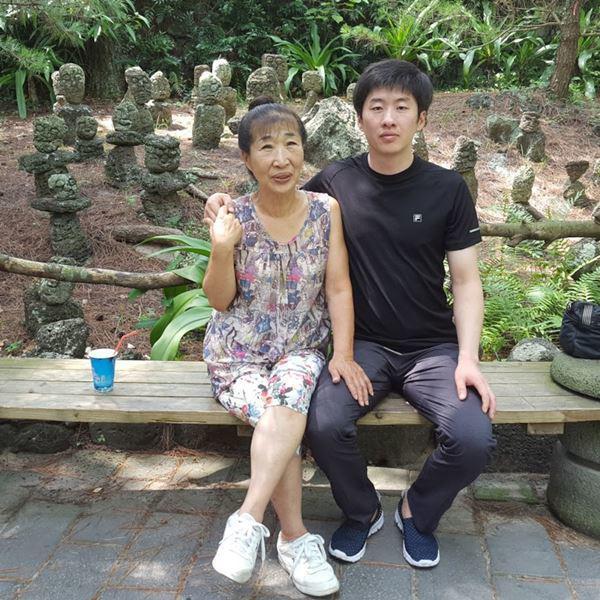 Cô dâu hội người cao tuổi kết hôn với cháu trai kém 35 tuổi: Xin lỗi đã giấu tuổi thật-1