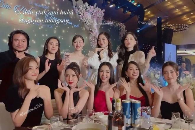 Tiểu Vy, Mỹ Linh khoe vòng 1 căng đét trong lễ cưới Tường San-2