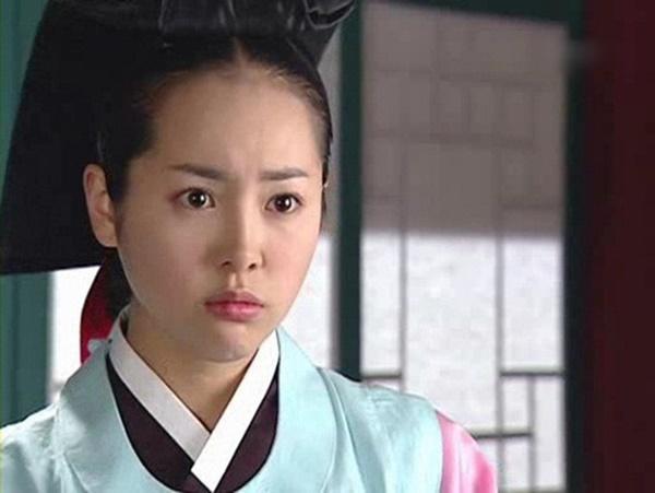 Mỹ nhân Nàng Dae Jang Geum: Người U50 vẫn là quốc bảo, kẻ đau đớn mất con và ly hôn-15