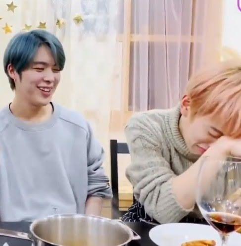 Nam Idol bật khóc ngay trên sóng livestream vì lý do không ngờ-5