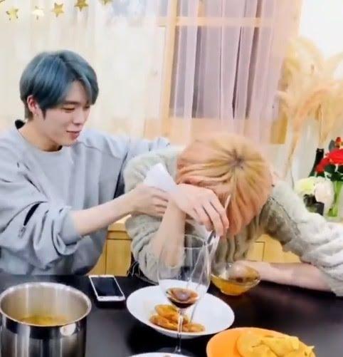 Nam Idol bật khóc ngay trên sóng livestream vì lý do không ngờ-7