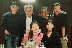 Vợ chồng Hoắc Kiến Hoa tụ tập cùng đoàn phim, mọi chú ý đổ dồn vào nhẫn cưới trên tay Lâm Tâm Như