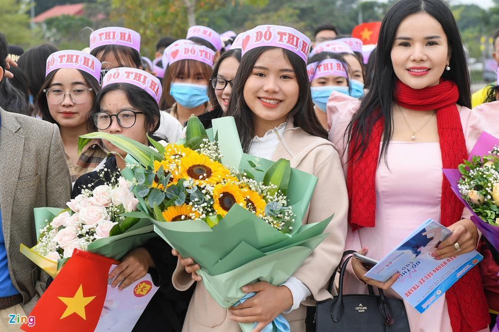 Hoa hậu Đỗ Thị Hà được chào đón khi về Thanh Hóa-1