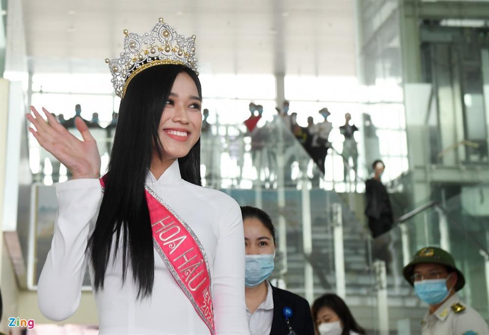 Hoa hậu Đỗ Thị Hà được chào đón khi về Thanh Hóa-2