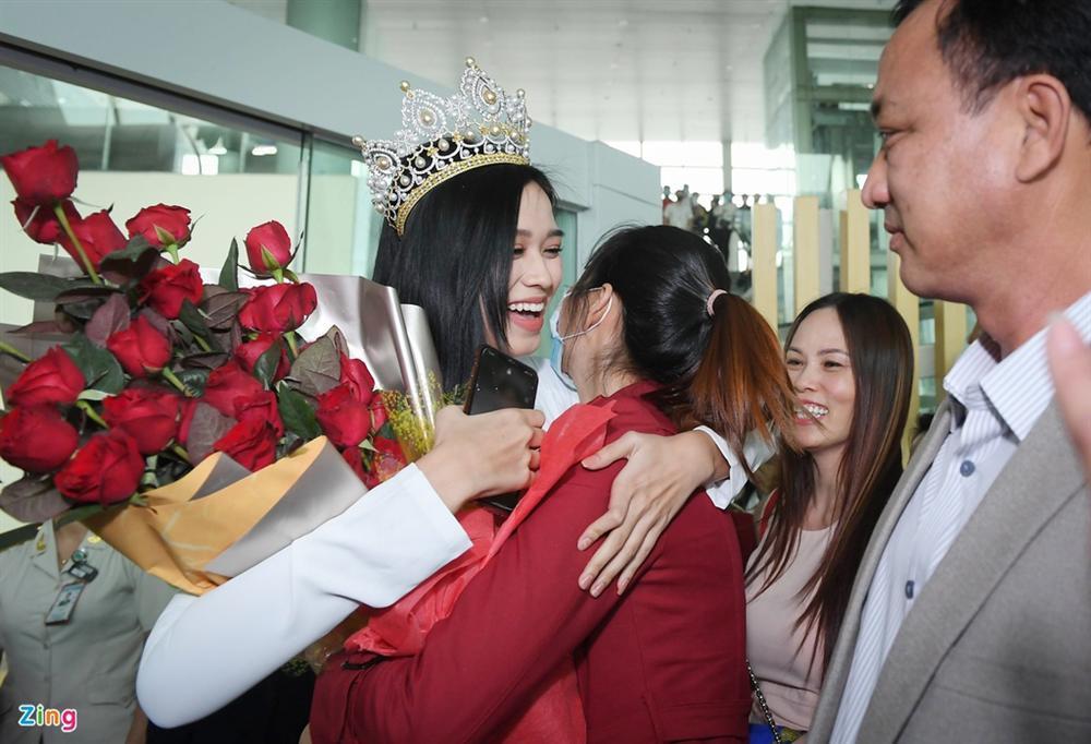Hoa hậu Đỗ Thị Hà được chào đón khi về Thanh Hóa-3