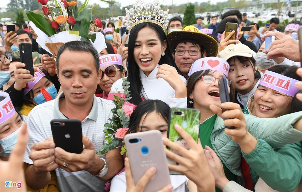 Hoa hậu Đỗ Thị Hà được chào đón khi về Thanh Hóa-4