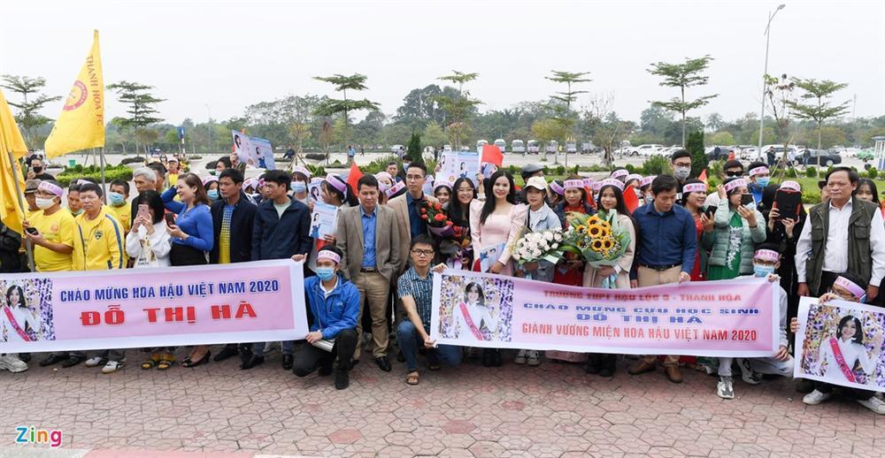 Hoa hậu Đỗ Thị Hà được chào đón khi về Thanh Hóa-7