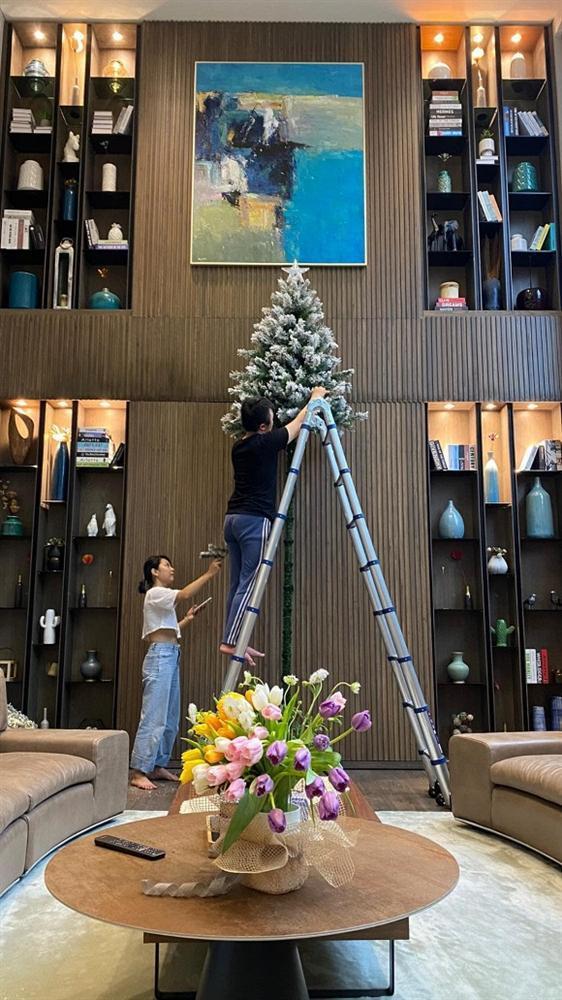 Sao Việt trang trí nhà cửa đón Giáng sinh: Không ai chịu chơi hơn Ngọc Trinh-1