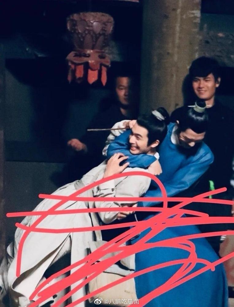 Tống Uy Long và Tỉnh Bách Nhiên nô đùa trong hậu trường phim đam mỹ Trương Công Án-1