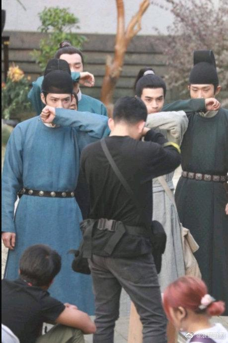 Tống Uy Long và Tỉnh Bách Nhiên nô đùa trong hậu trường phim đam mỹ Trương Công Án-2