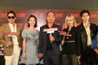 Thu Trang cùng 'đàn em' đóng phim trong thời tiết khắc nghiệt