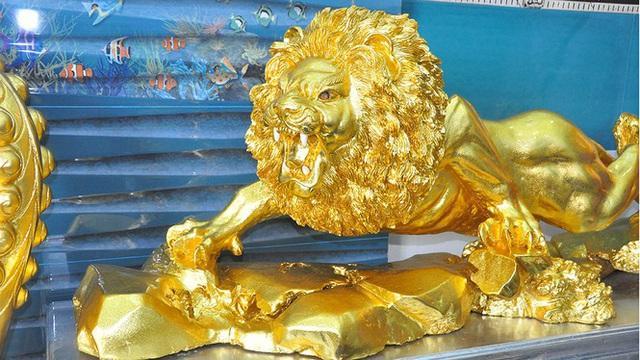 Dân mạng choáng ngợp ngôi nhà dát vàng ở Cần Thơ, riêng nội thất mất 2 năm hoàn thiện-7