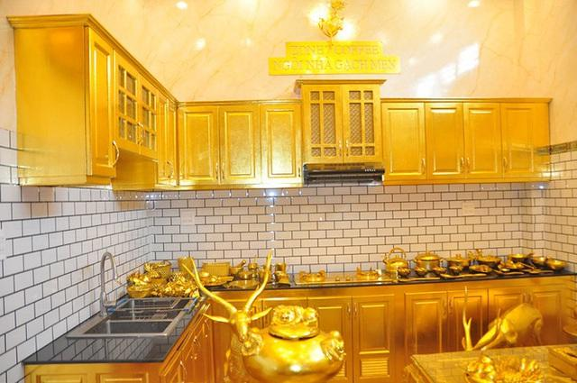 Dân mạng choáng ngợp ngôi nhà dát vàng ở Cần Thơ, riêng nội thất mất 2 năm hoàn thiện-4