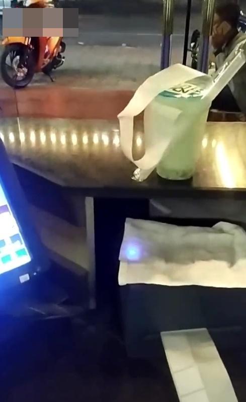 Người đàn ông say rượu nhưng vẫn cố ghé vào quán mua trà sữa cho cô sư tử Hà Đông ở nhà, nghe đến lý do ai cũng bất ngờ-3