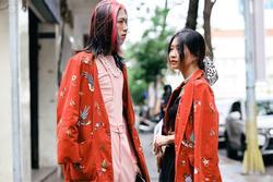 Giới trẻ TP.HCM ăn mặc sành điệu trên đường Đồng Khởi