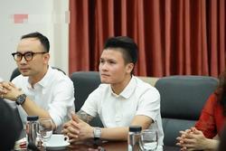 Quang Hải trở thành tân sinh viên ĐH Kinh Tế Hà Nội, dân mạng cà khịa: Tầm này lái 'Mẹc' đi học là hết ý!